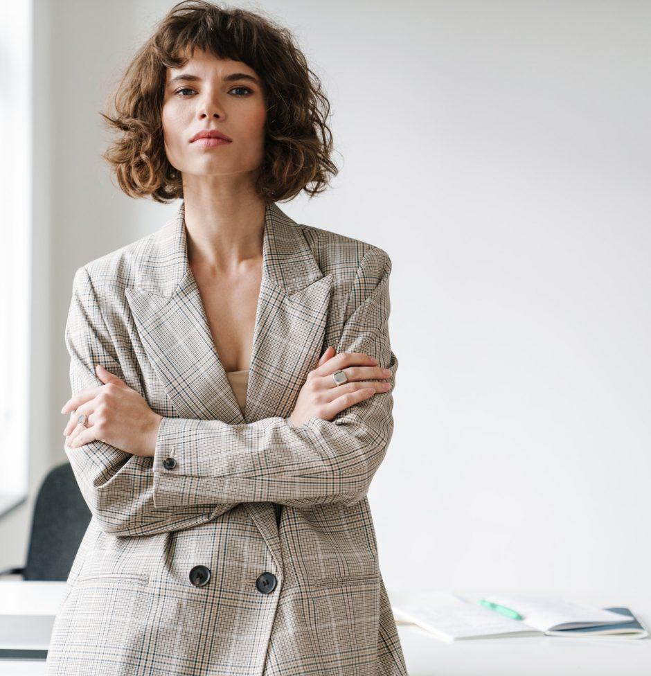 caucasian-confidence-businesswoman-looking-at-camera.jpg